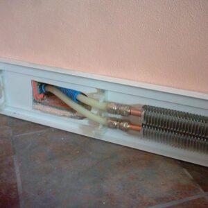 Sistema radiante a battiscopa per il riscaldamento